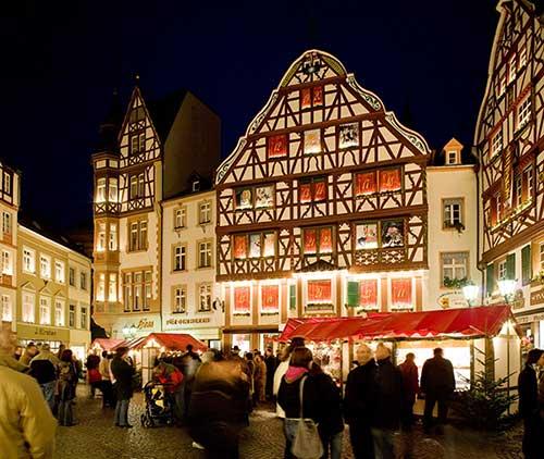 Mosel Bernkastel Kues Weihnachtsmarkt In Der Stadt