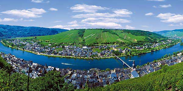 Moselle zell moselle hotels pensions vineyards holiday for Beckers hotel trier germany